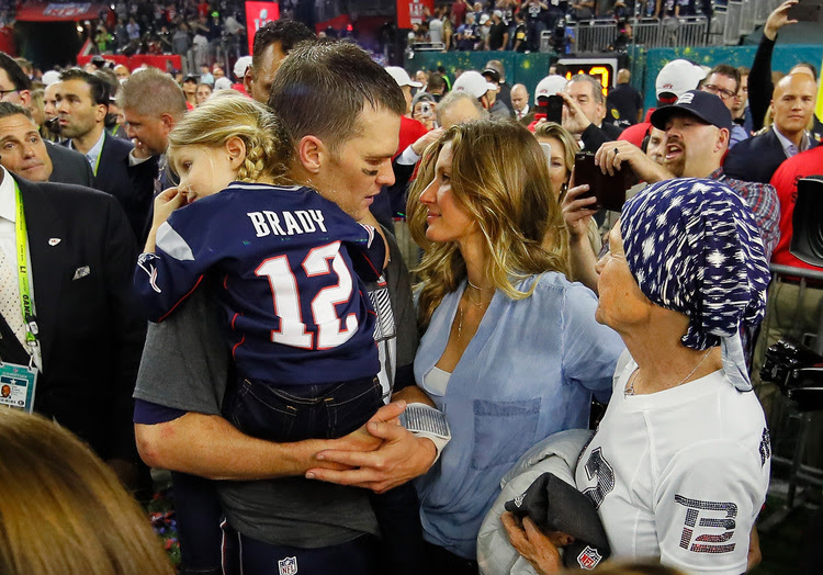 Tom Brady celebrates with wife Gisele Bundchen and daughter Vivian Brady after the game. (Kevin C. Cox/Getty Images)</p>