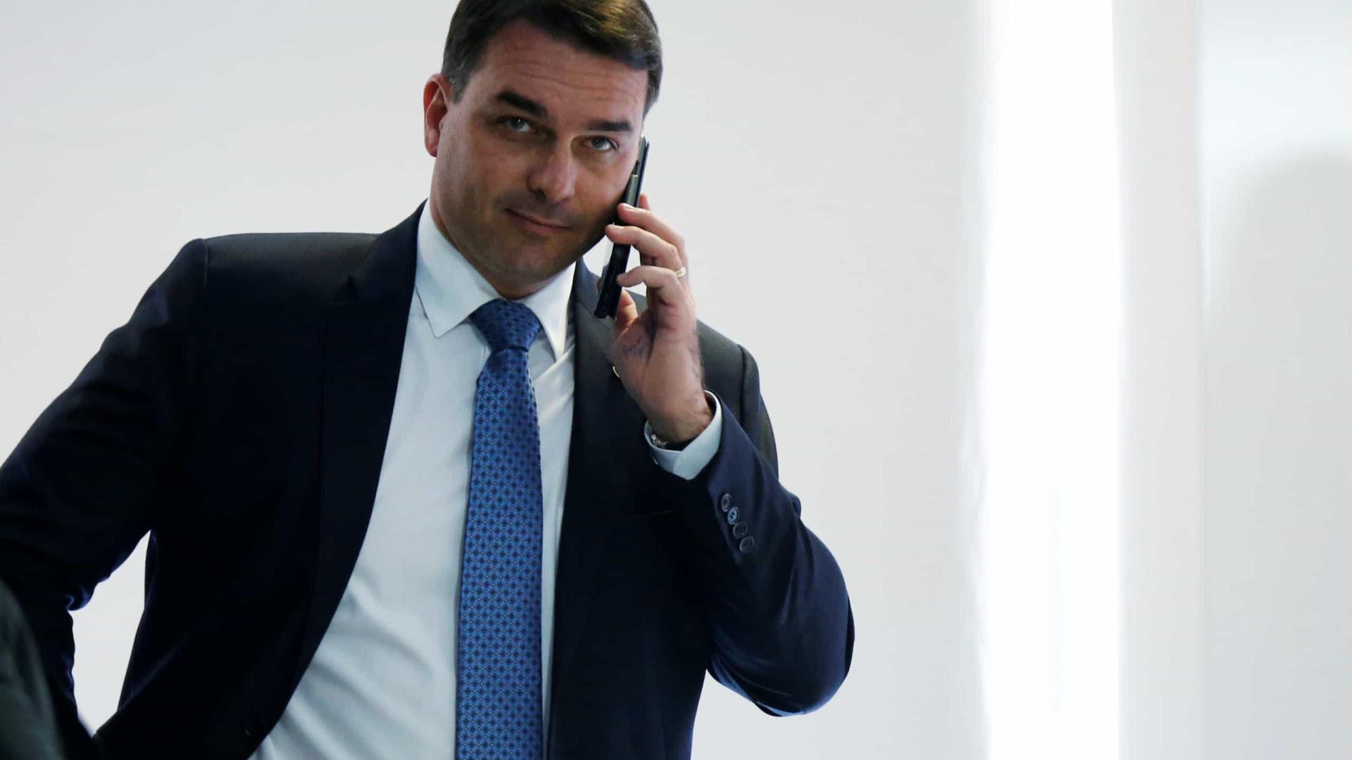 Flávio Bolsonaro diz que representará contra Renan na PGR e em Conselho de Ética