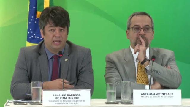 Em meio a crise, secretário de Educação Superior do MEC pede demissão