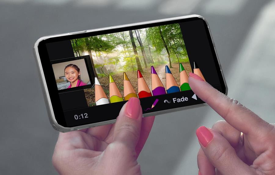 VoiceThread on a mobile phone , showing detail of virtual colored pencils for drawing on the screen.