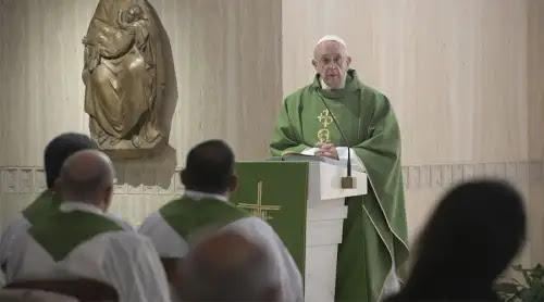 Papa Francisco: El demonio se la tiene jurada a los obispos, que deben ser humildes y orar