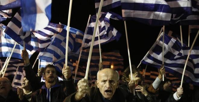 Votantes de Amanecer Dorado durante una marcha en la Plaza Syntagma, en Atenas, en noviembre de 2013.- REUTERS