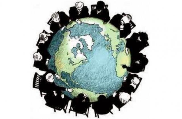 Les Etats actuels sont aussi dépossédés de leur pouvoir. Ils doivent récupérer le pouvoir politique pour leur territoire, car ils sont dépendants de l'oligarchie financière.