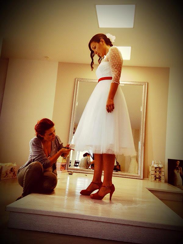 abito da sposa era un modello corto stile anni 50: Agnese Sposa a Roverbella