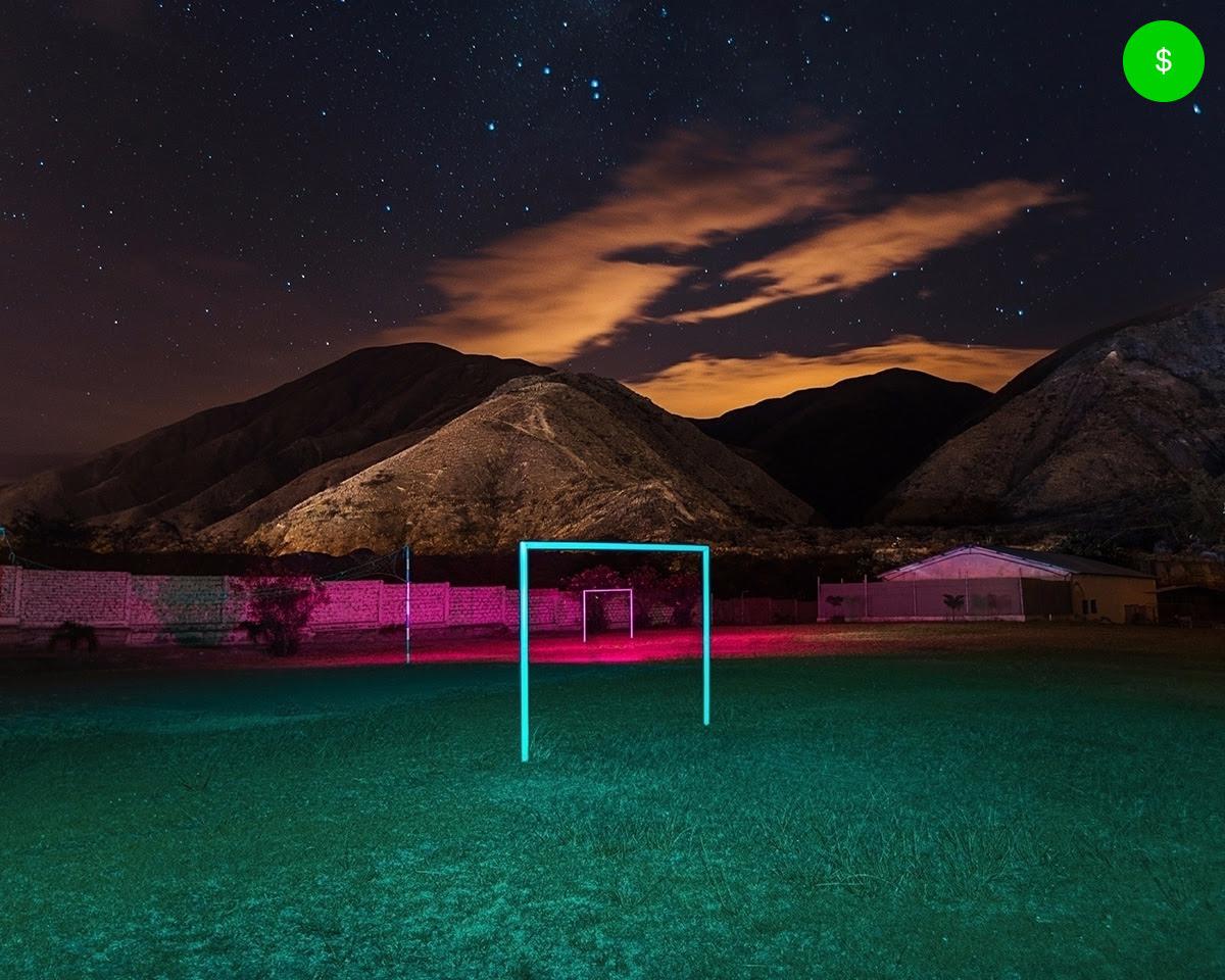 campo de futebol à noite