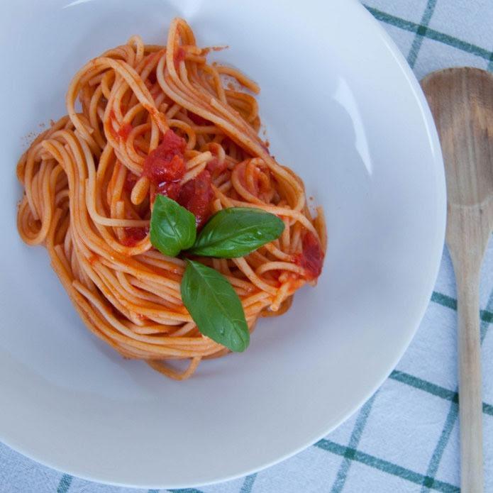 Recette italienne spaghetti pomodoro e basilico