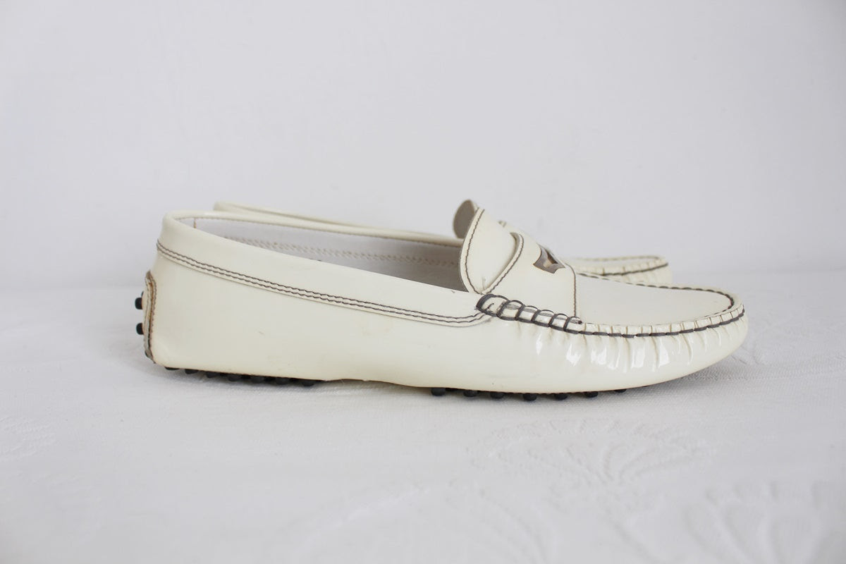 TOD'S DESIGNER PATENT LEATHER LOAFERS - SIZE 5