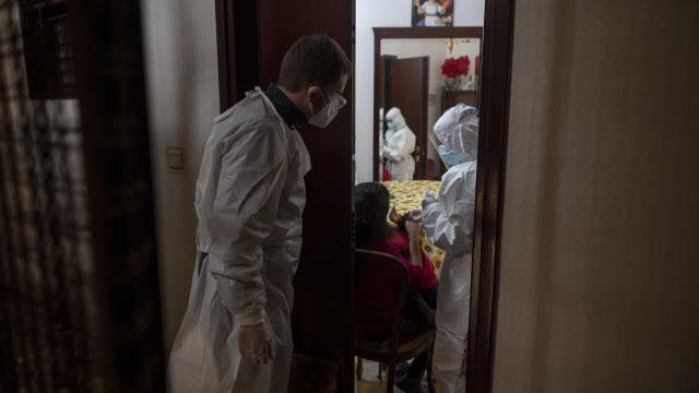 Itália aperta restrições, e Natal da pandemia fica sem viagens e ceias