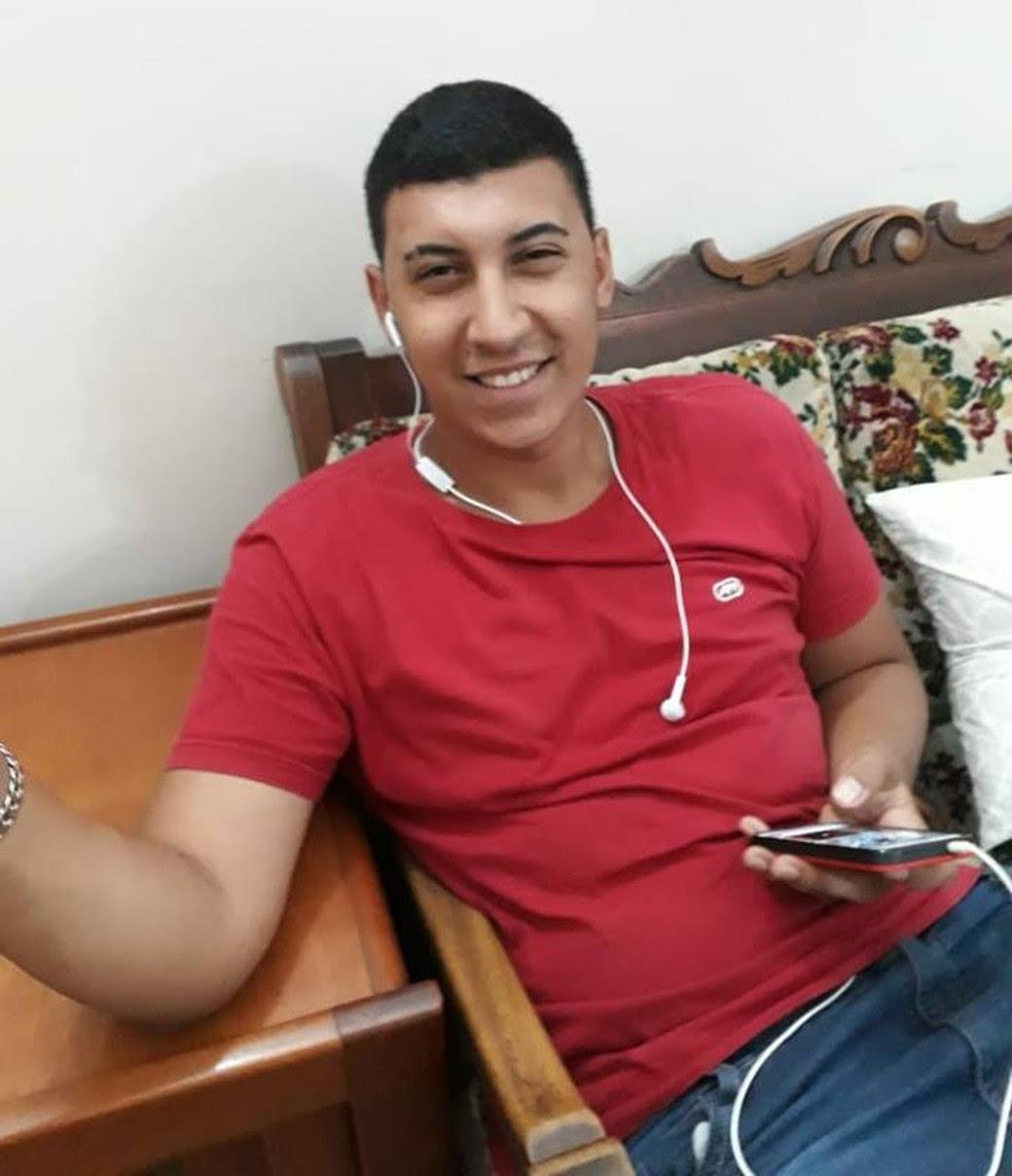 Jovem de 22 anos morre após descarga elétrica ao usar celular carregando em Taubaté (Foto: Arquivo Pessoal)