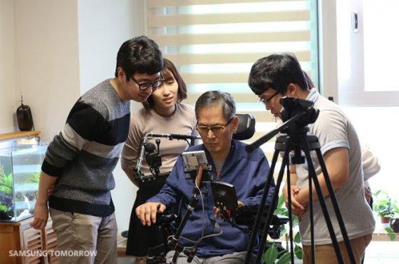 DOWELL Samsung irá facilitar o manuseio de smartphones para pessoas com deficiências mais limitantes como tetraplegia
