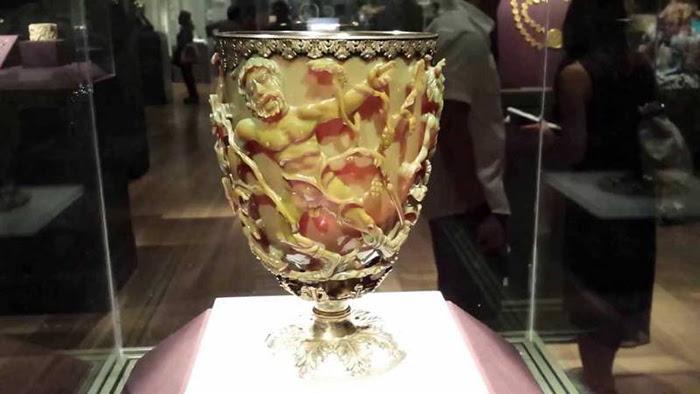 К величайшему огорчению, пока так и не удалось возродить древние технологии создания такого стекла.