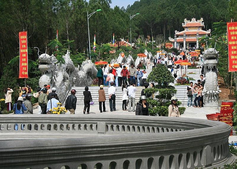File:Đền thờ Trần Nhân Tông.jpg