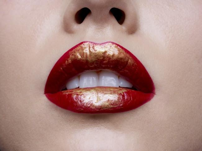 贅沢な唇のためのジュエリー