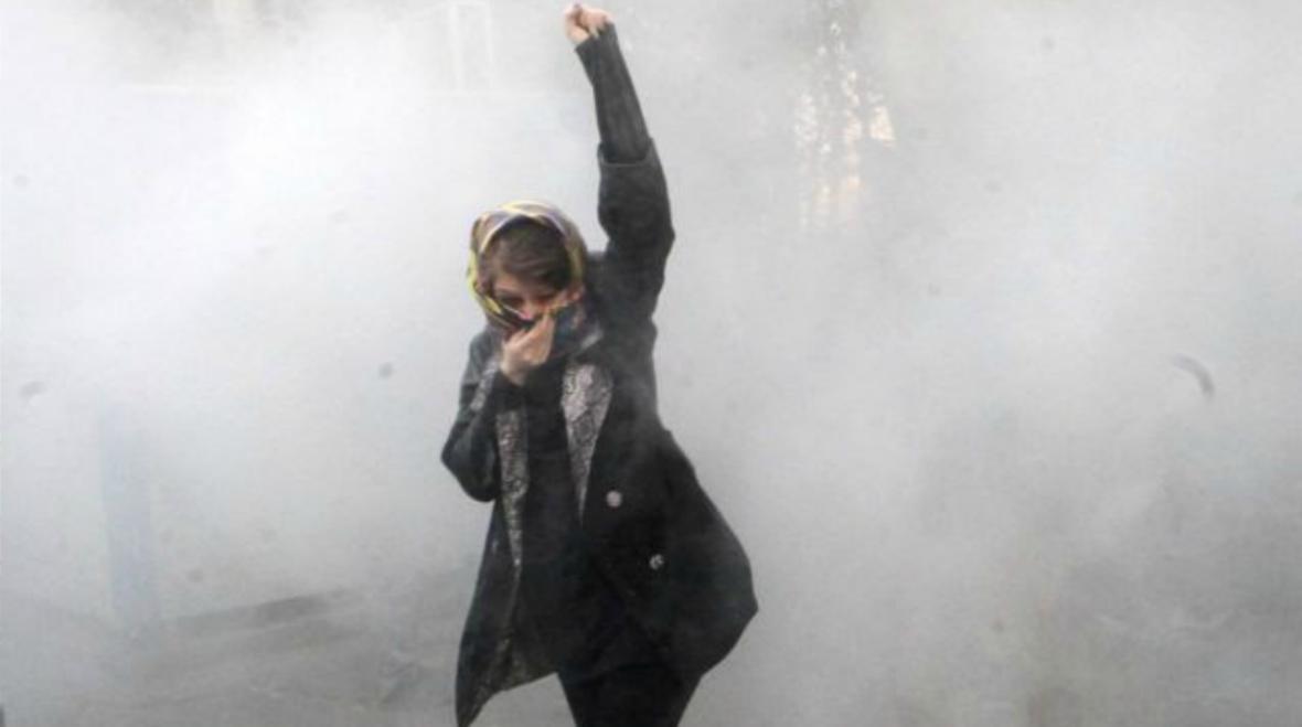 Iranian-protestoer-Tehran-university-December-30-2017-
