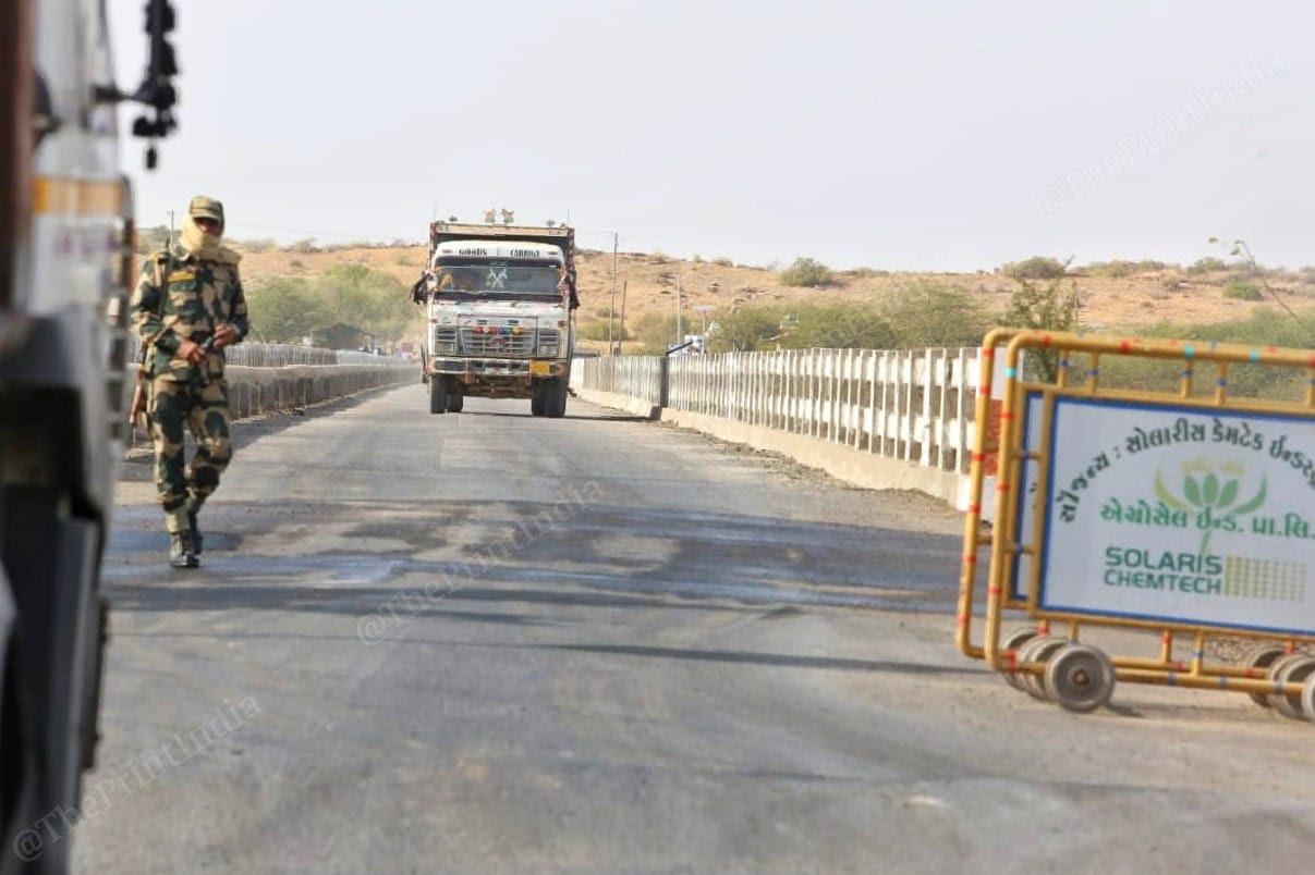 A BSF trooper posted at India Bridge | Praveen Jain | ThePrint