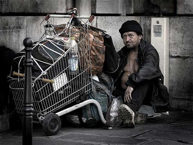 Kết quả hình ảnh cho sad homeless man