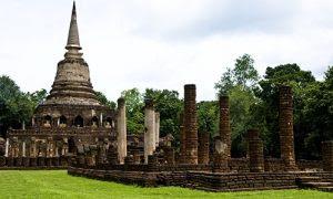 Chang-Lom-Temple-in-Si-Satchanalai-Historical-Park,-Sukhothai