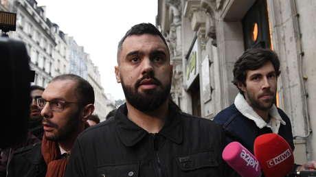 Éric Drouet es detenido por las autoridades en las cercanías de la avenida de los Campos Elíseos, en París, Francia, el 2 de enero de 2018.