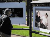El público ha podido apreciar la galería expuesta en el parque Rodó deMontevideo, en el marco de los cien años del natalicio deMario Benedetti.