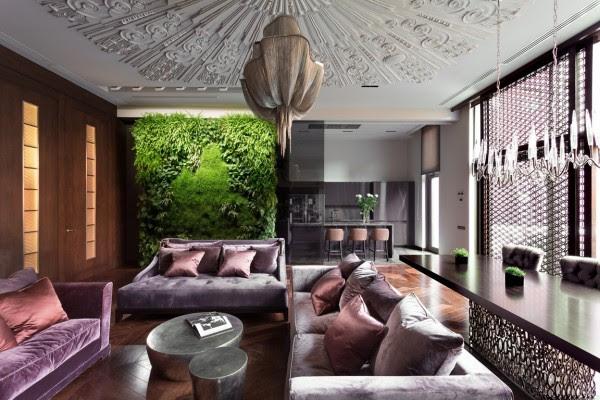 Το ίδιο το σπίτι διαθέτει τέσσερις ορόφους με το σαλόνι και την τραπεζαρία στο ισόγειο και τα υπνοδωμάτια και μελέτη καταλαμβάνουν τα επάνω ορόφους.