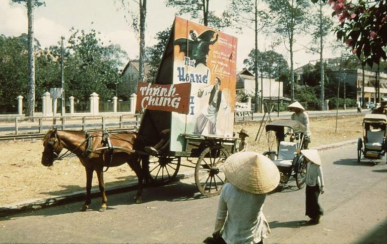 Quảng cáo cho một bộ phim Ấn Độ chiếu tại rạp Thành Chung.