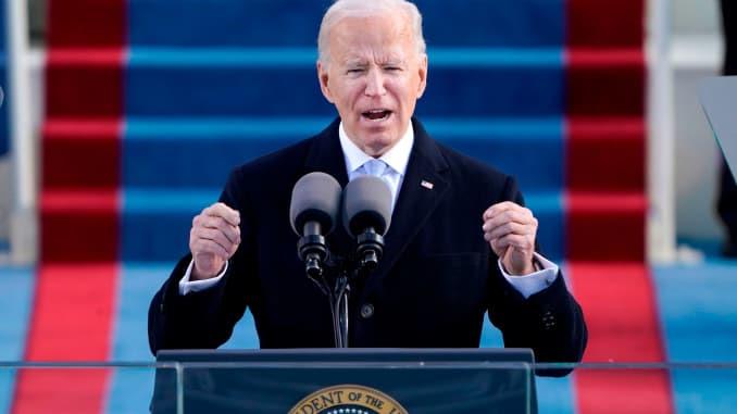 O presidente dos EUA, Joe Biden, fala depois de tomar posse como 46º presidente dos EUA durante a 59ª posse presidencial no Capitólio dos EUA em Washington, 20 de janeiro de 2021.