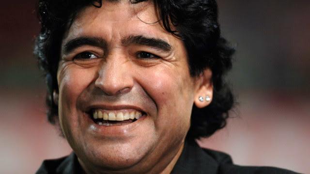 Procuradoria acusa médicos de homicídio com dolo eventual por morte de Maradona