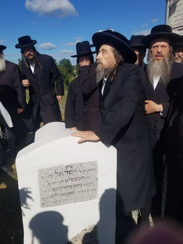 בילד: געהויבענע שבת אין אומאן מיט הגה״צ רבי יעקב מאיר שעכטער שליט״א