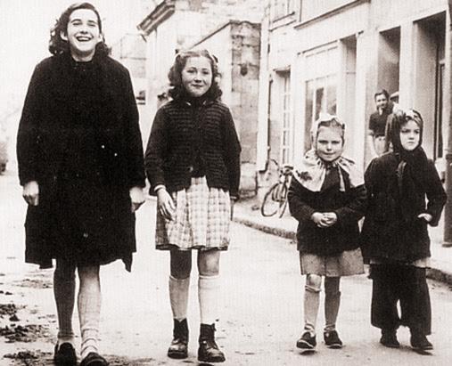 Hommage à Jacqueline AUBRY, décédée, une des voyantes de la Vierge Marie,  à l'Ile-Bouchard (1947) 2m4xpi4vf43e