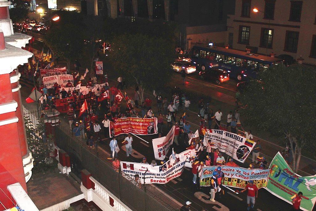 Marcha de movimientos populares y organizaciones de izquierda del Perú en solidaridad con la revolución bolivariana