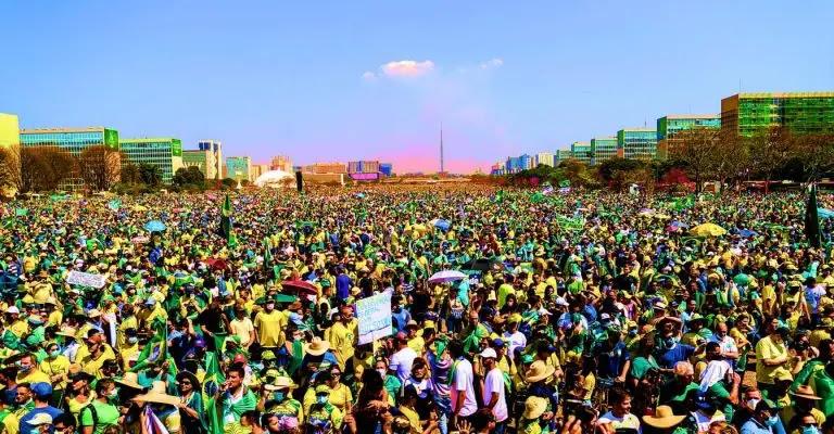 Manifestação em apoio ao presidente Jair Bolsonaro, em Brasília, no dia 7 de Setembro 2021   Foto: Gabriela Bilú/Estadão Conteúdo