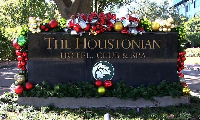 dec11 houstonian xmas-decor.sign