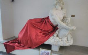 Italy: Half-naked statue covered with a sheet for Islamic conference