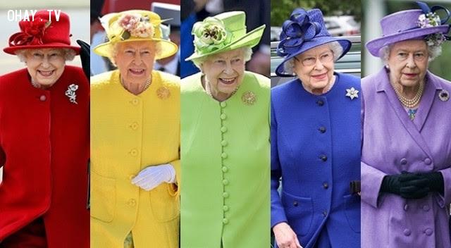 2. Nữ hoàng Elizabeth II rất thích mặc đồ có màu sáng,hoàng gia anh,quy tắc,luật lệ,gia đình hoàng gia,nước anh