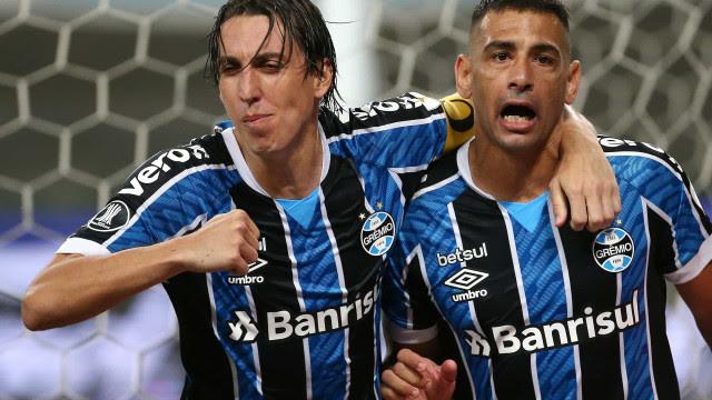 Diego Souza comemora vitória do Grêmio e 'oportunismo' em lance do gol