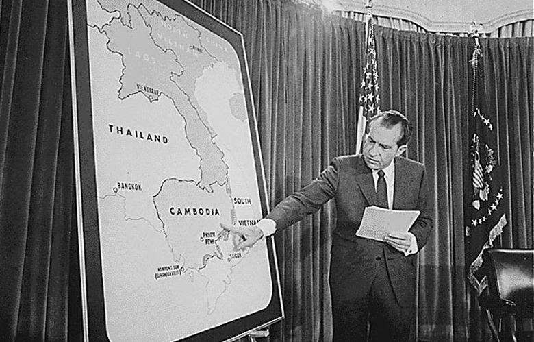 US President Richard M. Nixon points to a map during a press conference on Vietnam and Cambodia in Washington, D.C. on 30 April 1970. Photo: AFP / National Archives