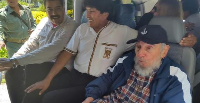 Fotografía cedida por la Agencia Boliviana de Noticias (ABI) de los presidentes de Venezuela, Nicolás Maduro (i), y de Bolivia, Evo Morales (c), junto al líder cubano Fidel Castro (d).- EFE