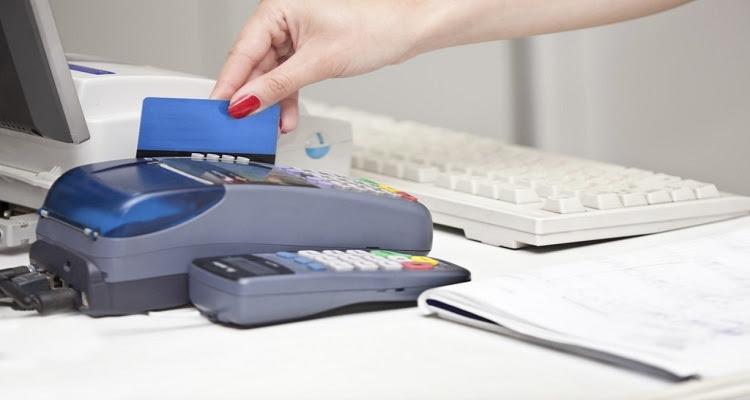 Condenan cajera de RD por robar información tarjetas de crédito