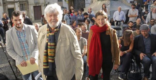 Breogán Riobóo (Podemos), Xosé Manuel Beiras (Anova) y Yolanda Díaz (EU), en Santiago. / EFE