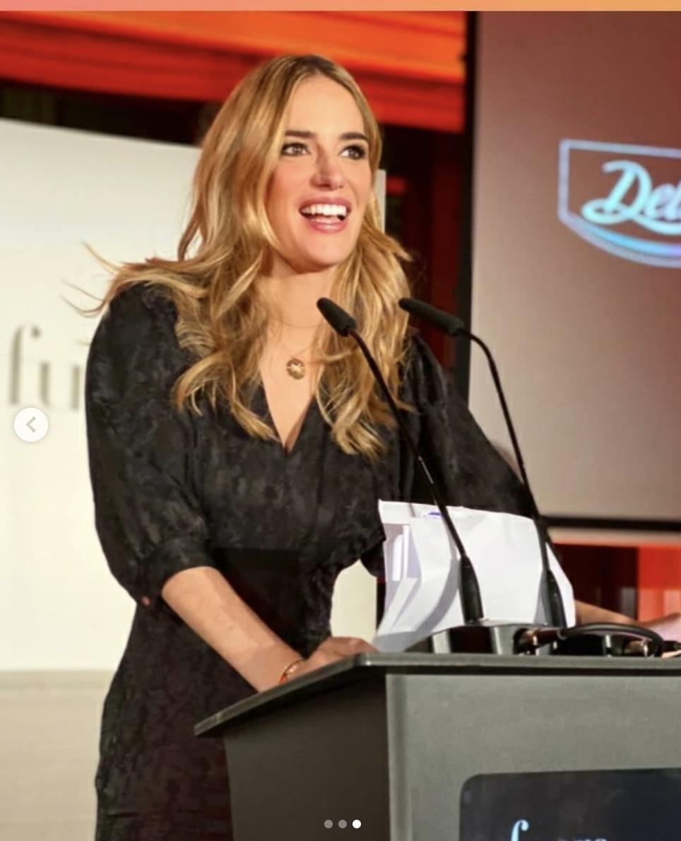 1d951749 d0a1 4237 b388 c720bda40a4e - Teresa Baca luce marcas de Replica en los Premios Gourmet Fuera de Serie 2020