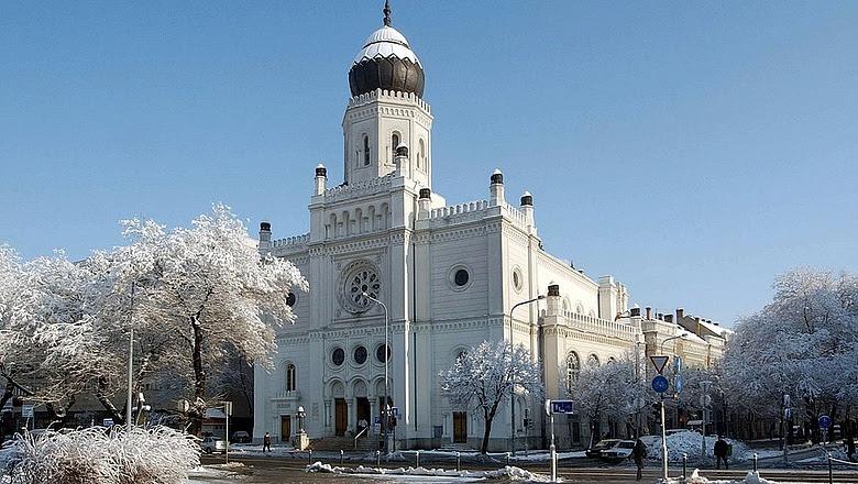 Zsinagógát vehet a Pallasz Athéné Egyetem - hatalmas csőd a MTESZ-nél