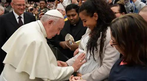Católicos y ortodoxos pueden colaborar en favor de las familias, afirma el Papa