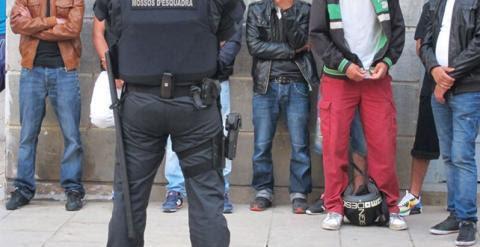 Varias ONG han denunciado en numerosas ocasiones que las fuerzas de seguridad realizan redadas racistas en España. Archivo