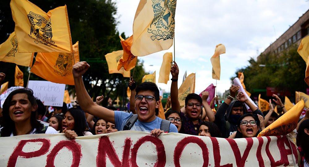 Manifestación en memoria de la masacre de Tlatelolco
