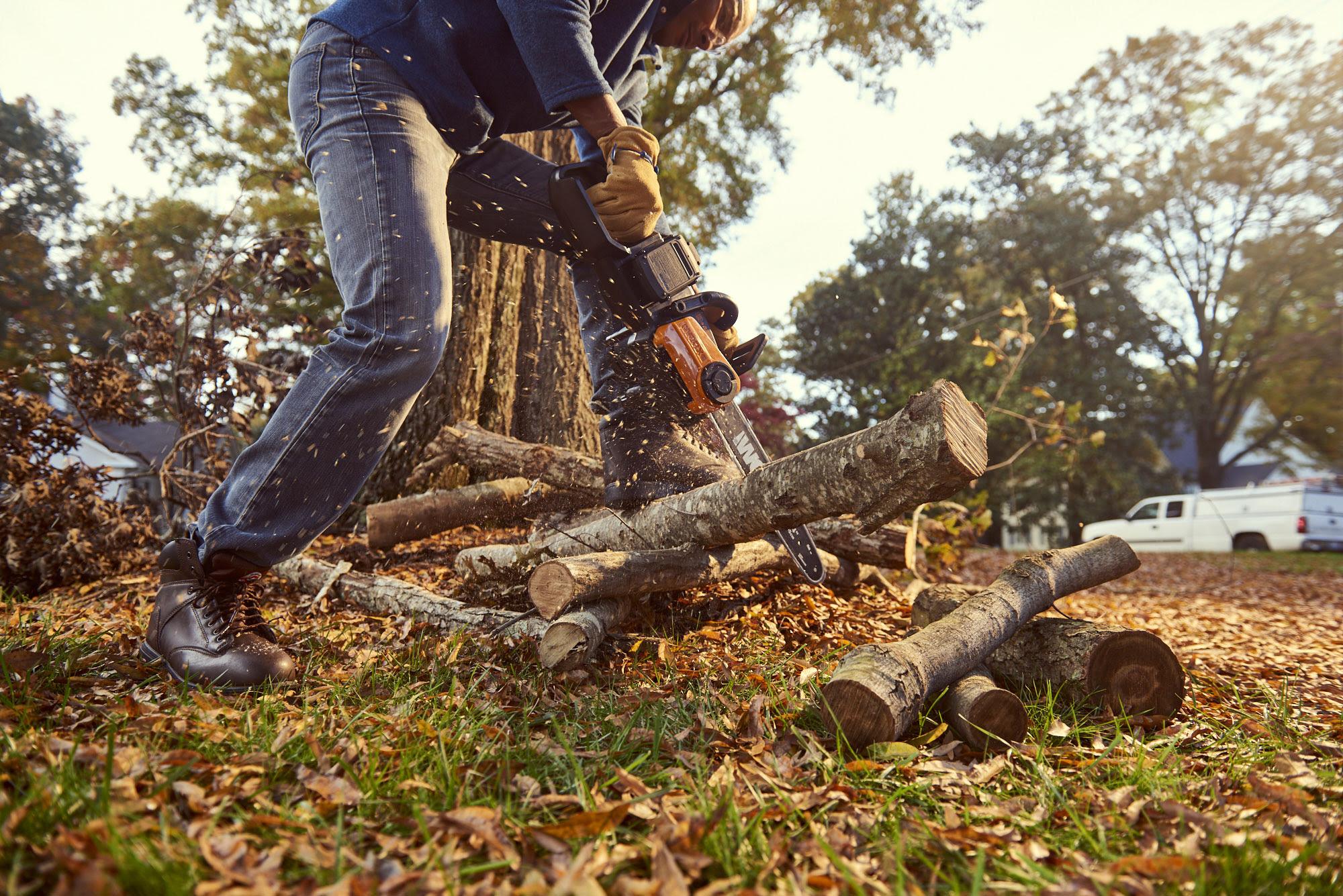 Worx 40V Chainsaw Log Cutting 2.jpg