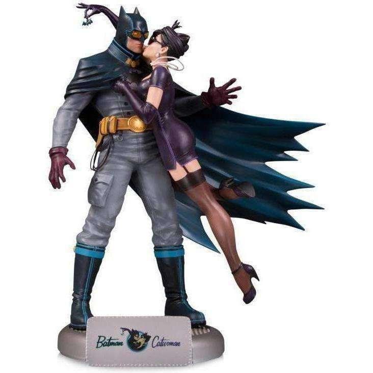 Image of DC Bombshells Batman & Catwoman Deluxe Statue