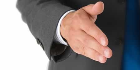 Extender la mano