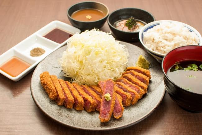 定番を極めた王道。 京都勝牛の「牛ロースカツ膳」1,280円(+税)