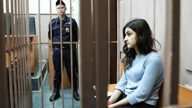 El caso de las hermanas que mataron a su padre abusador sacude Rusia