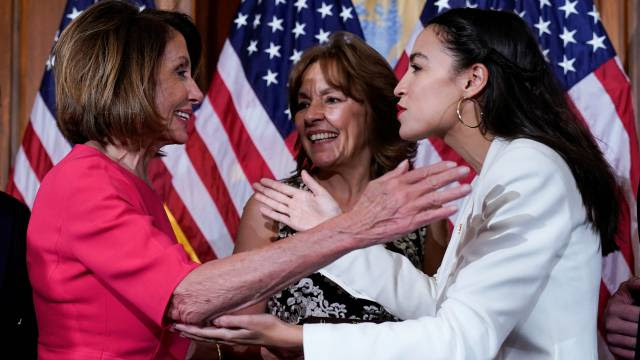 La pugna entre Ocasio-Cortez y Nancy Pelosi: un resumen del Partido Demócrata